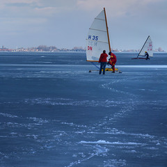 World Championships Ice Sailing today (B℮n) Tags: topf50 marken monnickendam icesailing markermeer 50faves gouwzee ijszeilers gouwsea iceyachting februari2226 worldchampionshipsicesailingtoday monotypexviceyacht maximalspeedis130150kmh theworldchampionships2010 europeancupandbalticcup