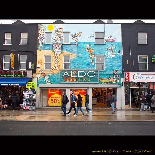[London] Camden High Street