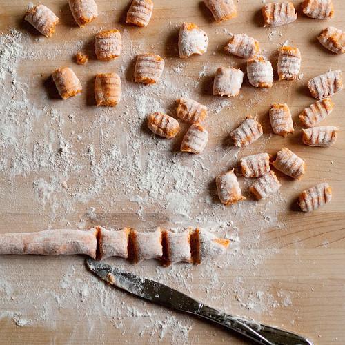 Forming gnocchi