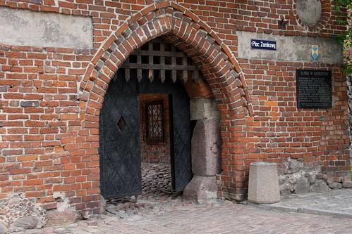 Ostrołukowe wejście do zamku w Kętrzynie