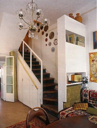 Интерьер под лестницей фото