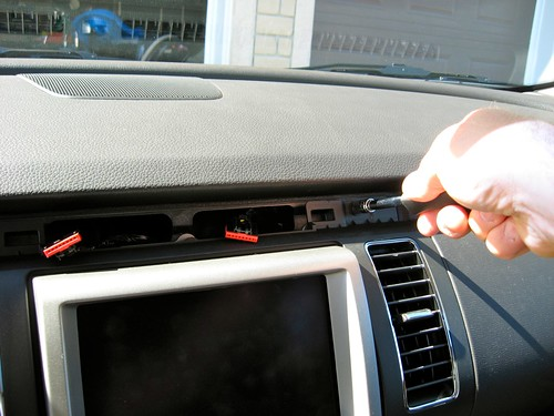 Installation of the Sync-LP1 Lockpick in the Ford Flex-Pics