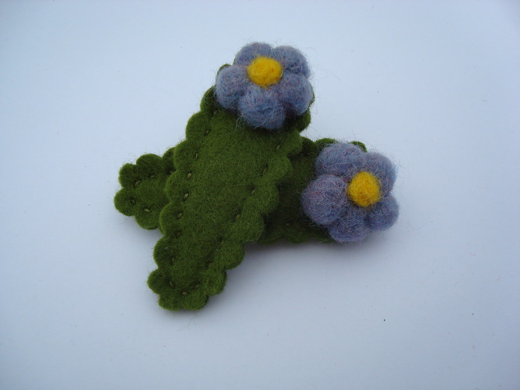 needle felted hair clip- blue flowers