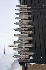 Hvor skal vi dra? (TrulsHE) Tags: wood old winter white snow signs cold norway norge vinter cloudy tre skilt dnt sn haukeli kaldt hvitt gammelt overskyet fjellstue haukeliseter turistforeningen