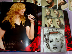 Madonna - Confessions Tour - Single Revolver (marcosvlmoraes) Tags: madonna revolver boyzone stickysweettour