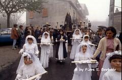 Vallata (AV), 1981, Processione del Venerd Santo. (Fiore S. Barbato) Tags: santa italy campania settimana santo vallata processione settimanasanta avellino venerd irpinia venerdsanto confratelli confraternite