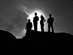 [フリー画像] 人物, 集団・群衆, 人と風景, モノクロ写真, 201004242100