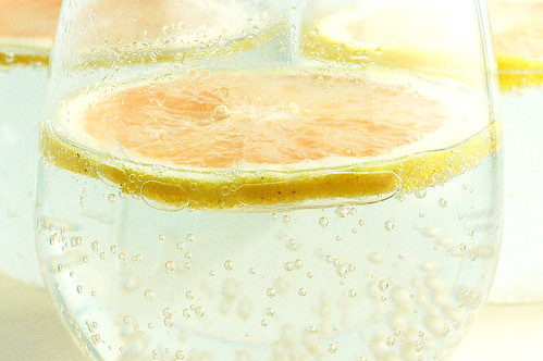 club soda with grapefruit slices