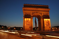 Arc de Triomphe, evening (colin grubbs) Tags: longexposure paris cars monument evening europe fance landmark arcdetriomphe tomboftheunknownsoldier nikond90 colingrubbs
