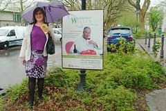 Michaela bei den Wangener Welten am 1. Mai mit Regenschirm