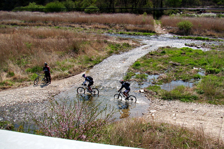 Crossing the rivlet(1)