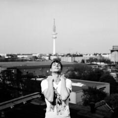 . (romanraetzke) Tags: roof portrait sun man male tower 6x6 film rio shirt analog mediumformat hair blackwhite gesicht hamburg porträt fernsehturm sw mann sonne dach 2010 haare hasen kopf mittelformat schwarzweis