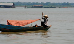 Tonle Sap Lake (flower_bee) Tags: travel woman lake water children boat asia cambodia vietnamese khmers indochina tonlesaplake floatingvillages lifeonthelake speciesinhabitingthelakeincludecarpcatfishweighingupto135kilogramsmurrelherringclimbingperchandgourami combinedlakeandriversystem