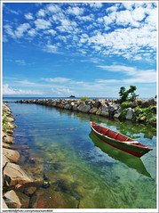 Jernihnya air laut - Peace Park, Labuan (sam4605) Tags: sea seascape landscape ed boat laut olympus malaysia borneo e3 sabah perahu peacepark pemandangan labuan zd sabahborneo 1260mm