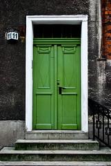11 (alankaar) Tags: door green nikon poland nikkor torun d60 1855mmf3556gvr