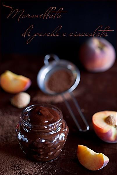 Marmellata di pesche e cioccolato