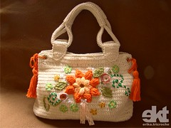 Bolsa Flor Laranja (erika.tricroche) Tags: dublin orange flower bag embroidery laranja crochet flor artesanato angelinajolie bolsa handbag mala tutorial pap cru presente grafico linha padron bordado croche receita ekt freepattern gerarddarel bagcrochet bolsadecroche erikatricroche comfaz