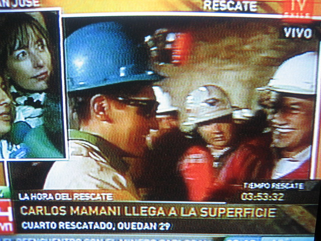 minero Boliviano Carlos Mamani llega superficie