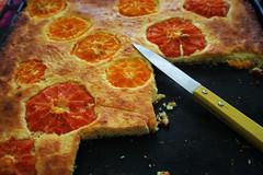 limetten-cheesecake mit eingebackenen zitrusfrüchten