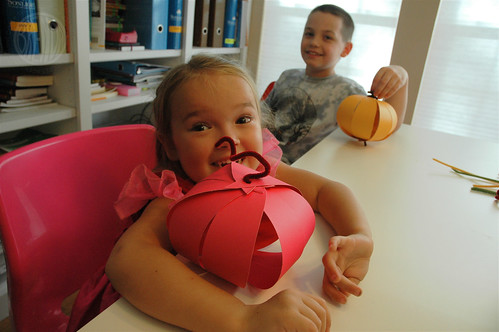 Easy Paper Pumpkins by Brenda Ponnay for Alphamom.com