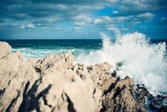 3D Splash (Philipp Klinger Photography) Tags: travel italien blue autumn light shadow sea vacation sky italy cliff sun holiday storm cold fall beach nature water field weather rock clouds landscape coast 3d nikon rocks meer warm europa europe mediterranean italia mare waves dof force teal natur wave stormy cliffs spray depthoffield foam sicily splash palermo landschaft philipp depth sicilia mediterraneansea klinger sizilien aspra mongerbino porticello of d700 dcdead vanagram exiff35 baheria
