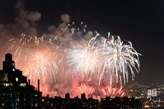 4th of July 2017 Macy's Fireworks-94 (Diacritical) Tags: brooklyn nycmacys nikond4 pattern 70200mmf28 30secatf71 july42017 85404pm f71 195mm 4thofjuly fireworks macysfireworks nyc night skyline