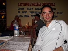 Gonzalo esperando la primera cena en Gambia. (Adriano.es) Tags: africa amigos personas viajes lugares gambia gonzalo eventos camperos viajegambia2009