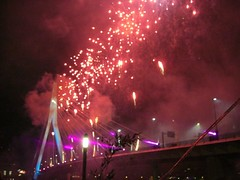 Oud en Nieuw 2009-2010 (Holland Japan) Tags: rotterdam fireworks erasmusbrug vuurwerk