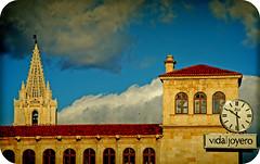 PALACIO DE LOS GUZMANES Y TORRE DE LA CATEDRAL (LEN-SPAIN) (ABUELA PINOCHO ) Tags: espaa spain catedral anuncio leon nubes reloj embrujo palaciodelosguzmanes artofimages selectbestfavorites recoilx urvision