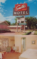 "Smith's ""Uptown"" Motel - Sioux Falls, South Dakota (The Cardboard America Archives) Tags: sign southdakota vintage tv bedroom interior postcard motel uptown smiths siouxfalls duncanhines dualview smithsuptown"