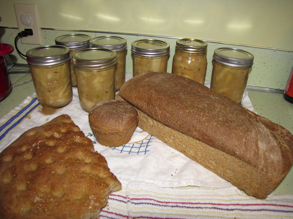 Wheat bread and applesauce