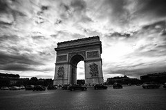 Triomphe BW (alfieianni) Tags: bw white black paris france europe raw wide arc sigma bn e bianco nero parigi 10mm lovre