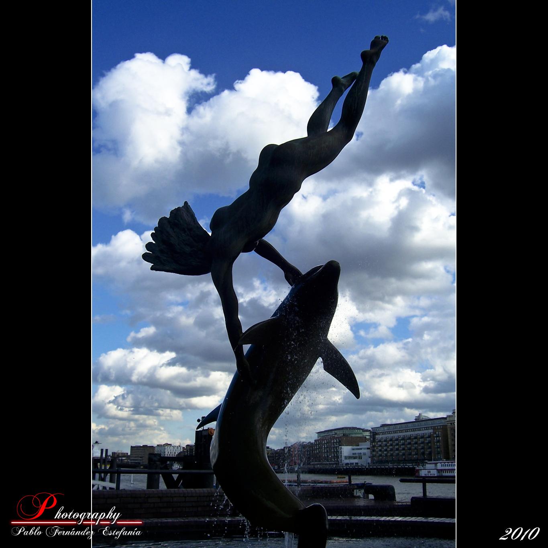 4307635812 d21719ded2 o Flying over the Thamesis