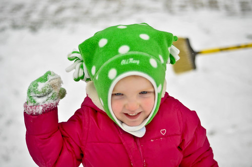 Lilli throwing a snowball