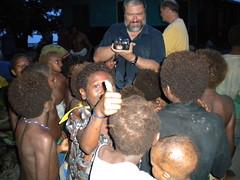 Children like to see their picture (kahunapulej) Tags: new trees dedication island britain nt east jungle bible png papuanewguinea province launching testament lote uvol niugini kahunapulej kahunapule