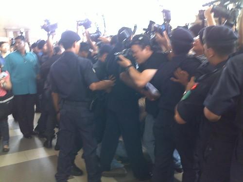Polis hang media by zainulfaqar_yaacob.