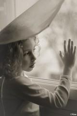 Petite fille  la fentre (manu4971) Tags: portrait blackandwhite bw white black france girl face canon eos 350d 50mm europe noir child little noiretblanc maine nb enfant loire fille blanc petite angers anjou