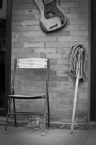 Chair, Guitar and Mop, -2°C (by niklausberger)