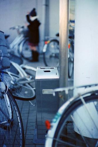 Garbage box in bicycle-parking space