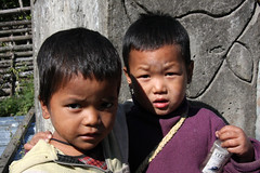 Adi Galong children, Bararupak, Arunachal Pradesh (sensaos) Tags: houses portrait people india face sisters rural countryside asia village native retrato traditional north culture tribal portrt east seven adi tradition tribe portret ritratto cultural portre indigenous dorp cultuur pradesh arunachal famke noord oost dwelling azi stammen galong sensaos gallong stammencultuur