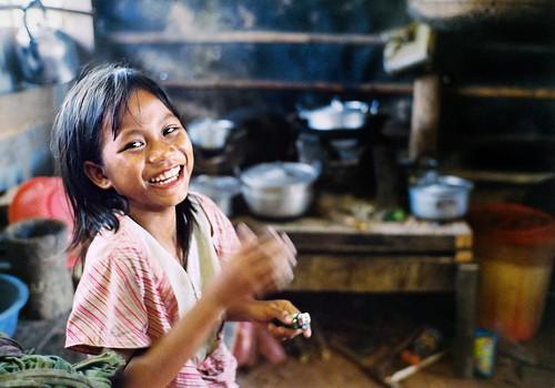フリー画像| 人物写真| 子供ポートレイト| 外国の子供| 少女/女の子| 笑顔/スマイル| カンボジア人|     フリー素材|