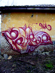 the twins (mrzero) Tags: camp building abandoned wall forest effects graffiti paint character ghost colored spraypaint quick pioneer zero cfs mrzero sior