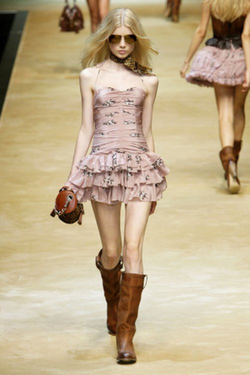 D-and-G-Podium-spring-fashion-2010-033_runway,nytt