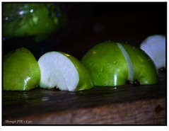 #28 Food (thrupyeseyes) Tags: food green fruit apples canoneos 100pictures canonxsi canoneosprojects eosprojects27