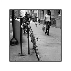 5th Avenue (Jose Luis Durante Molina) Tags: newyorkcity people bw usa newyork blancoynegro square persona unitedstates gente manhattan 5thavenue bicicleta bn personas viajes verano ciclismo instant vacaciones bycicle estadosunidos nuevayork tranquilidad instantanea impresion quintaavenida terminada cuadrada ciclismourbano aparcamientodebicicletas byciclesparking joseluisdurante