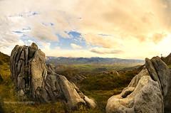 Paisaje rocoso (Rawlways) Tags: sky mountain clouds landscape nikon rocks natural stones paisaje cielo nubes rollingstones rocas d300