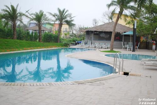 冷泉游泳池