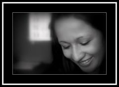 La risa de la suerte (Oscar Hernando Fandino Pinilla) Tags: mujer retrato cara loteria sonrisa rostro picnik