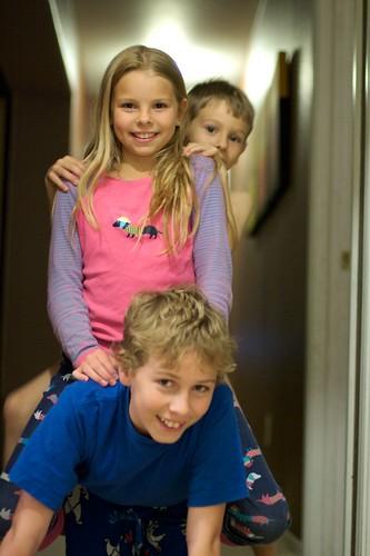 kids_in_hallway