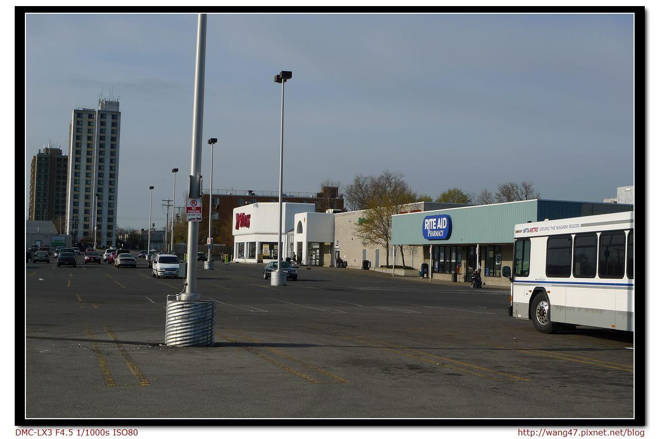 20100413-02轉運站外超市